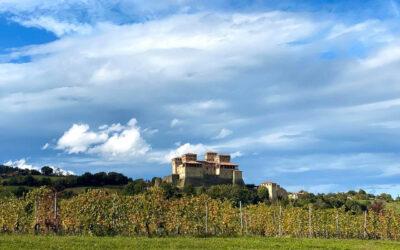 Castello di Torrechiara, incastonato nell'antico borgo medievale